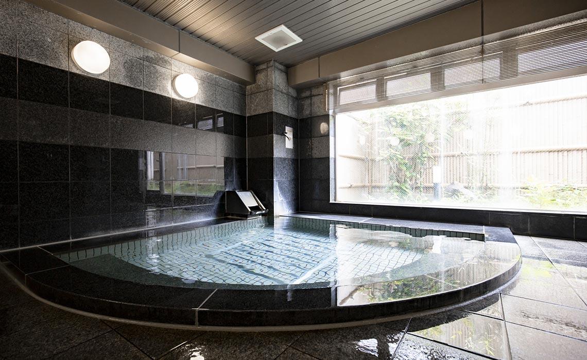 PUBLIC BATH 広々とした浴場でリラックス